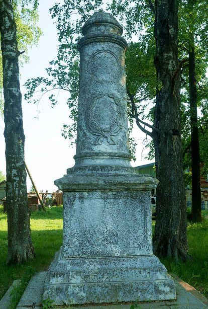 Село Полом - здесь сохранился памятник Александру II. Удмуртия.