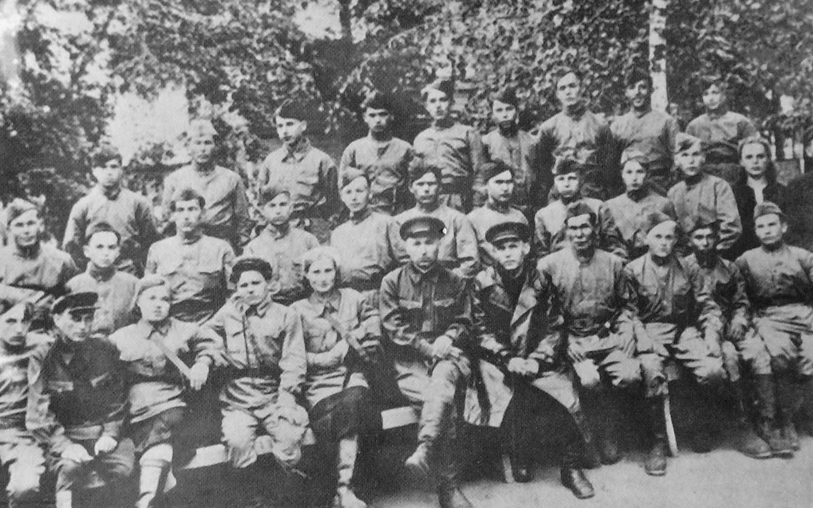 Партизанский отряд перед отправкой в Ленинградскую область. 1943 г. ВОВ.