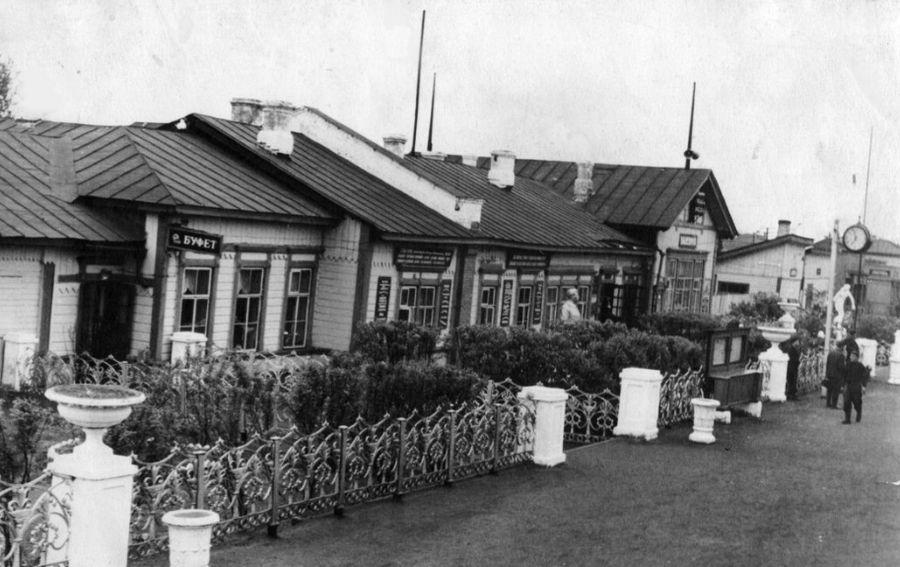 Cтанция Балезино. Здание железнодорожного вокзала. Июнь 1955г.