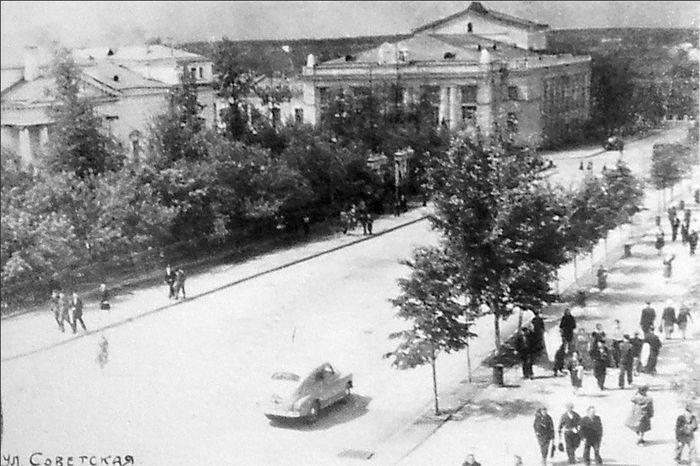 Улица Советская, кинотеатр Колосс, дворец Культуры Машиностроителей. Ижевск.
