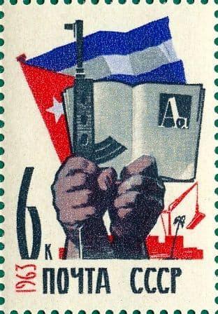 Автомат Калашникова на почтовой марке. 1963, 25 апреля. Республика Куба.