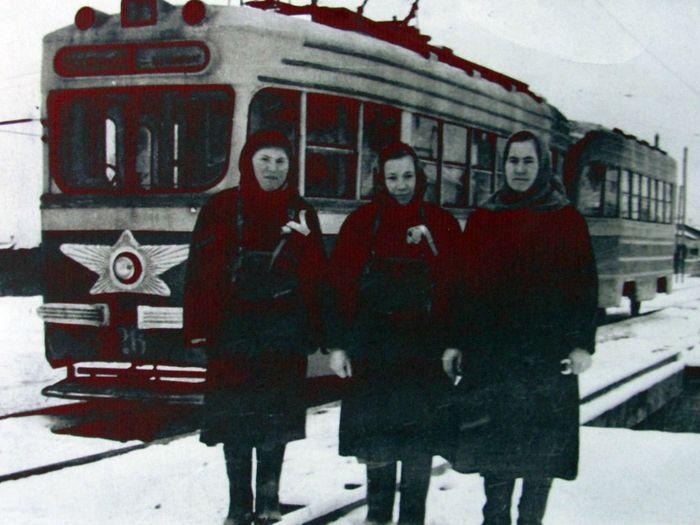 Трамвай КТМ-1. Кондукторы в ижевских трамваях. 1955 г.