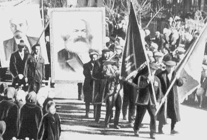 Фото Балезино. Первомайская демонстрация трудящихся п.Балезино. 1968 г.