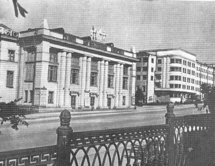 Дворец культуры машиностроителей. Из книги - Ижевск 1963.