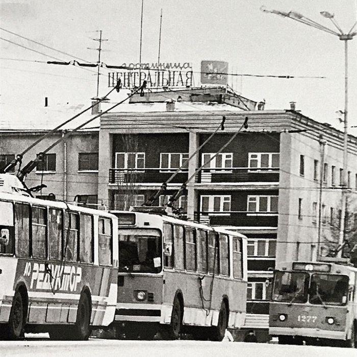 """Гостиница """"Центральная"""" бывшая """"Ижевск"""". Фото примерно 1984 г."""