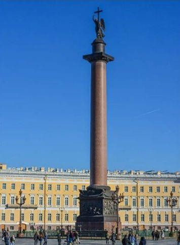 Александрийский столп в Петербурге.