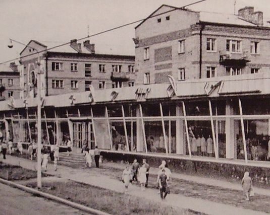 """Магазин """"Дом одежды"""" по улице Труда (с 1970 года - ул. Ленина 20). 1967 год."""