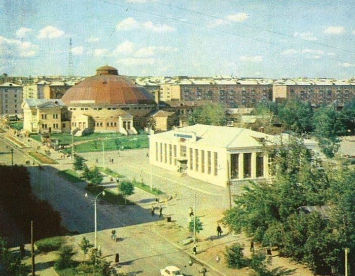 Фото старого Ижевского цирка. Фотография центрального автовокзала Ижевска. Улица Красноармейская.
