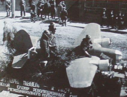 Демонстрация 1 мая 1930 г. на ул. Советской. Ижевск. Архив газеты Комсомолец Удмуртии.
