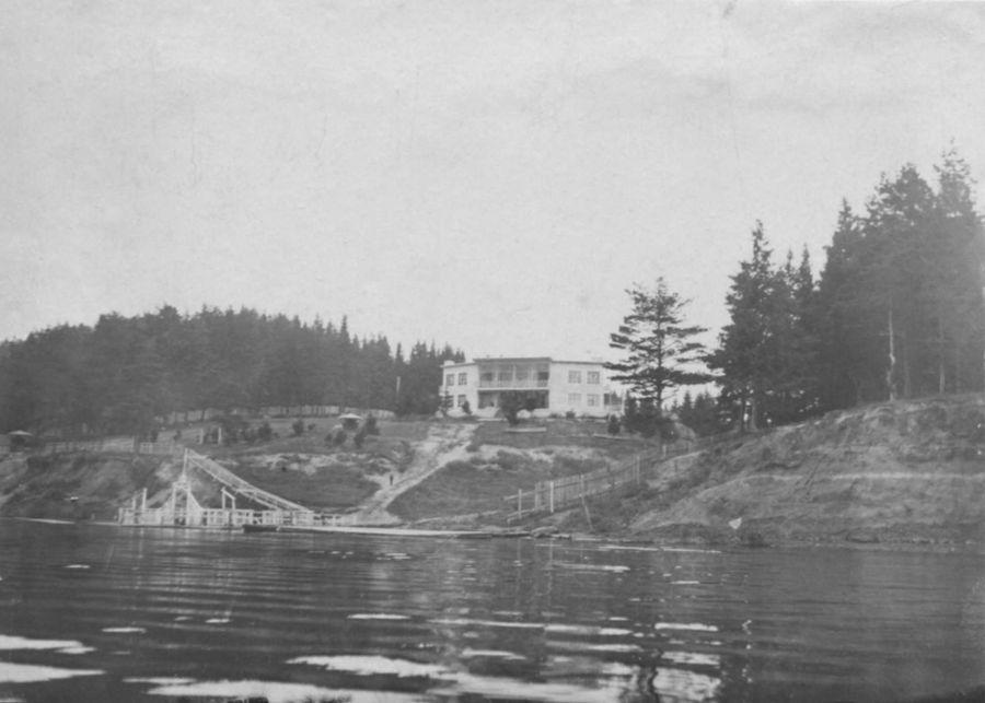 Лес вокруг парка Кирова и пристань на берегу пруда в 1930-е годы. Ижевск.