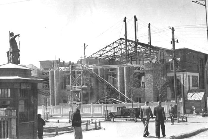 Строительство КОР на ул. Горького в конце 1940-х. Ижевск.