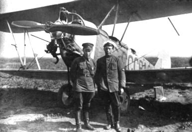 Подготовка материальной части к полетам завершена. (2-я половина 1930-х гг.). Ижевский аэроклуб.