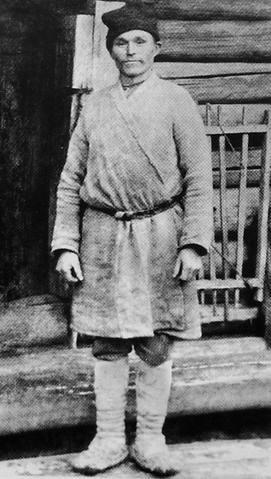Житель села Якшур-Бодья в рабочей одежде. Сарапульский уезд. 1904 год.