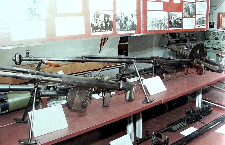 Противотанковое ружье Симонова (ПТРС) выпускаемое Ижевским машзаводом в годы ВОВ.