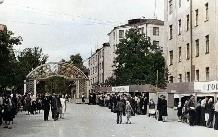 Ярмарка на улице Красной, 1950-е. Фото старого Ижевска.
