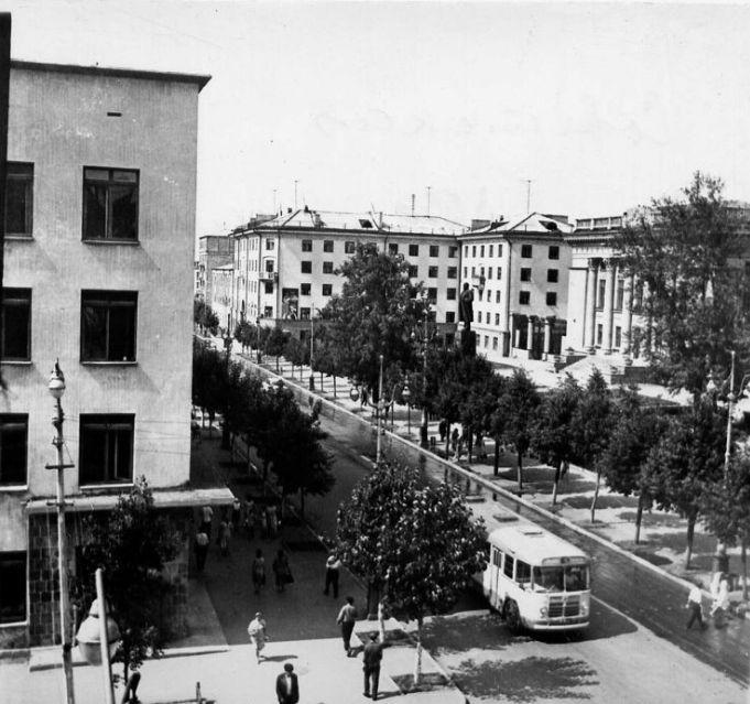 Улица Советская и библиотека им.В.И.Ленина. 1965-1968 гг. Ижевск.