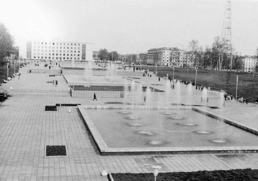 Ижевск. Центральная площадь. Фонтаны. 1976 год.