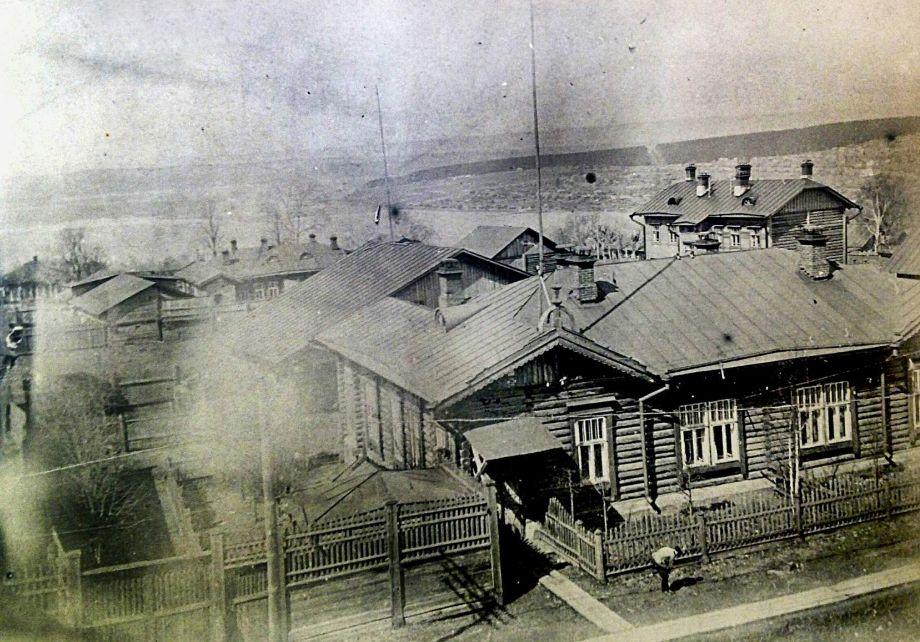 Дома ИТР «Ижевского оружейного и сталеделательного заводов» на Красной площади. Фото  ЦГА УР, середина 1930-х годов.