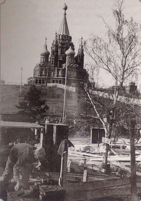 Начало строительства школы №22 на углу улиц Маркса и Красногеройского переулка, 1935 год. Фото из личного архива А. Новикова. Ижевск.