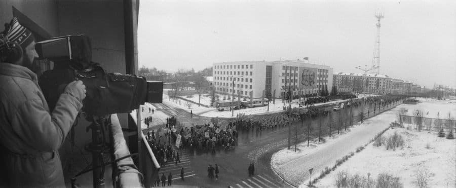 Съемки демонстрации с гостиницы Центральная. 1980-е г. Ижевск.