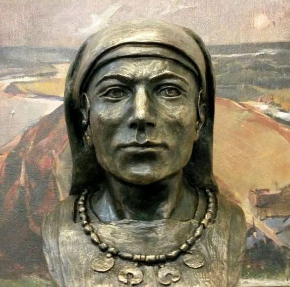 Облик средневековой жительницы Удмуртии по мнению ученых. Фото удмуртов.