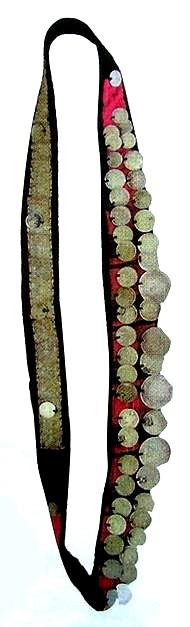 Завятские удмурты. Село Большой Карлыган. Чересплечное женское украшение камали и женское нагрудное украшение чыртыкыш.