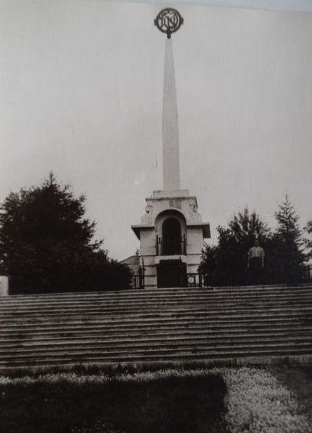 Мемориал героям революции и Гражданской войны.