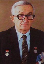 Стечкин Игорь Яковлевич - конструктор оружия, работал шлифовщиком на мотозаводе с начала войны до конца 1942 г.