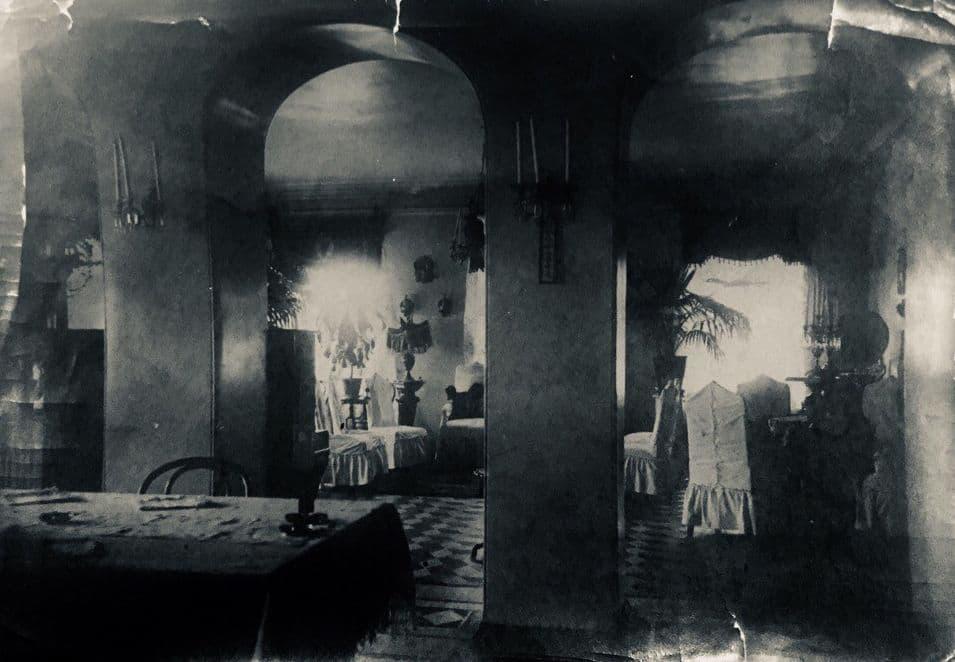 Внутреннее убранство дома Ижевского фабриканта - интерьер зала в доме Андриана Евдокимова. После революции здесь разместятся редакции газет «Ижевская правда» и «Гудыри».