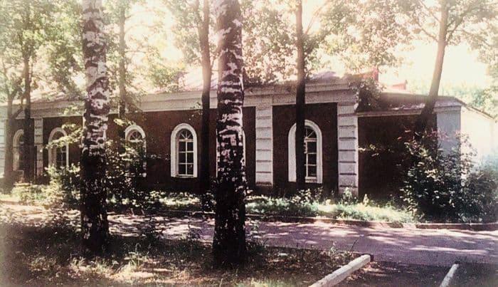 Музей завода Ижмаш и остатки Общественного сада вокруг него. 2003 г.