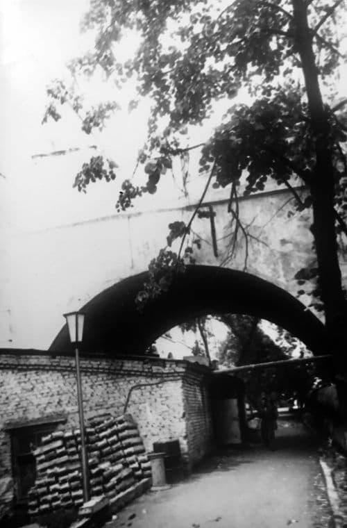 Арка виадука, ведущего к воротам Главного корпуса Ижевского Оружейного завода.