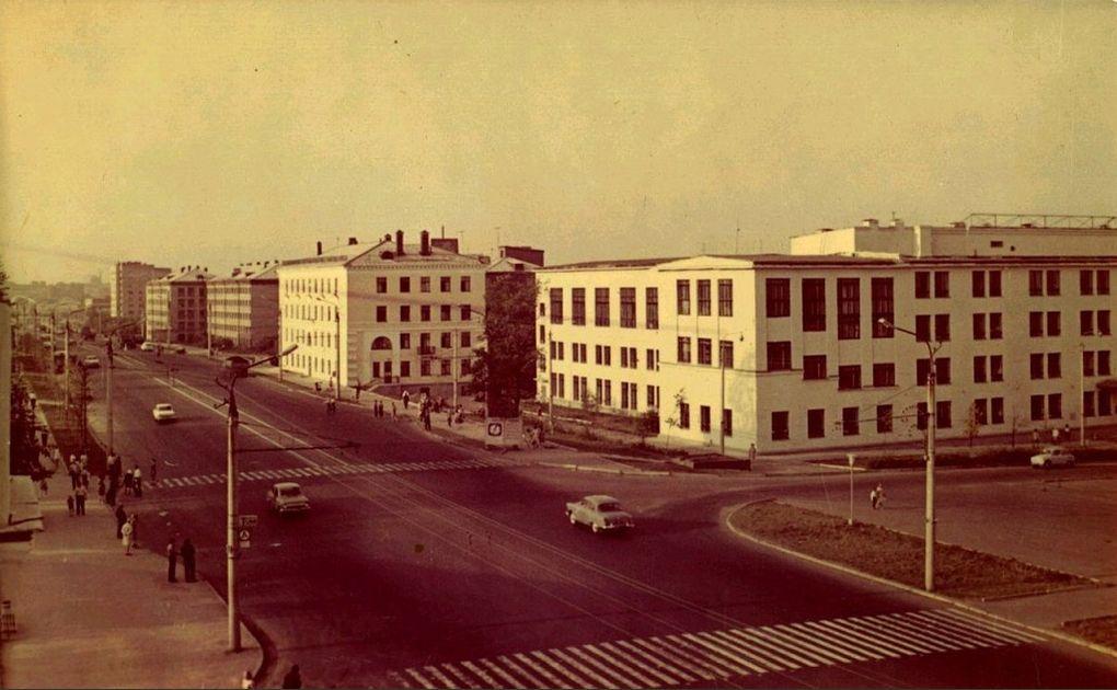УдГУ. Ижевск. 1973 г. Подземного перехода еще нет.