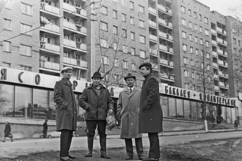 Гастроном. Ул. Горького д.156. Ижевск. Фото: Р. Никитина. Фото 1974 года.