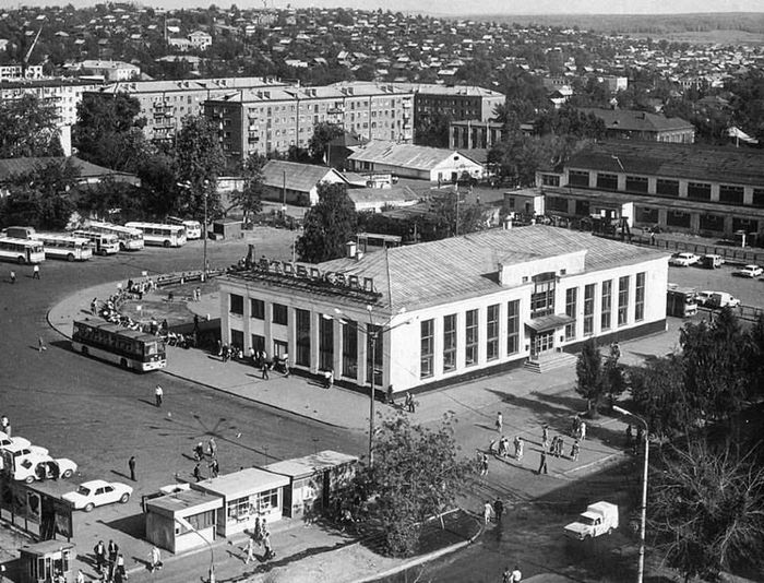 Автовокзал, Красноармейская 134А и Центральный рынок. Виден частный сектор Болота. 1979 год. Ижевск г.