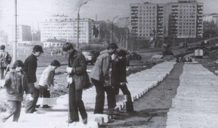 Реконструкция трамвайных путей на улице Кирова. Первая половина 1980-х годов. Ижевск.