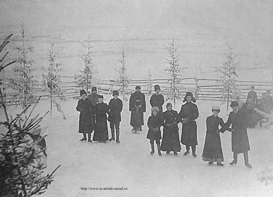Учителя школ города в Новый год на катке на р.Чепце. Снимок начала XX в.