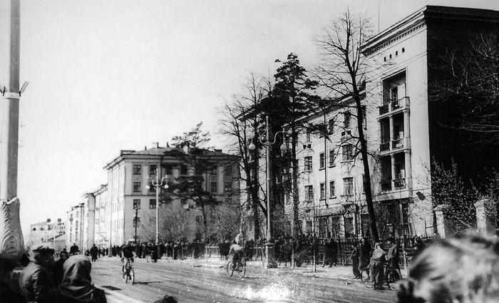 Велопробег на Советской. Дом №184 ул. Свободы (справа) и дом №15 Советская. Ижевск.
