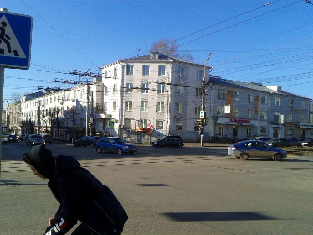 Перекресток улиц Карла Маркса и Советская. Дом Карла Маркса 177. ДВА. Фото 28.10.2020 13:30.