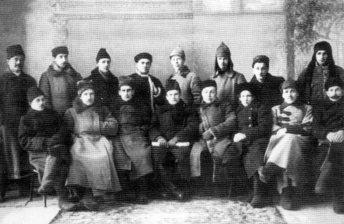 Сотрудники ЧК ВАО, 1922 г. (пятый слева в первом ряду - председатель ЧК Горбунов А.И.)