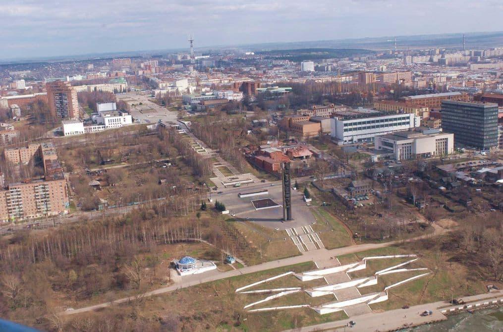 Монумент Дружбы Народов, эспланада, Центральная площадь. Фото с вертолёта, 2007 год. Из фондов Удмуртгражданпроект. Ижевск.