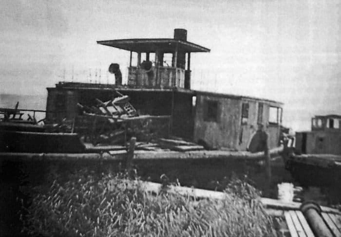 Катер на Ижевском пруду.