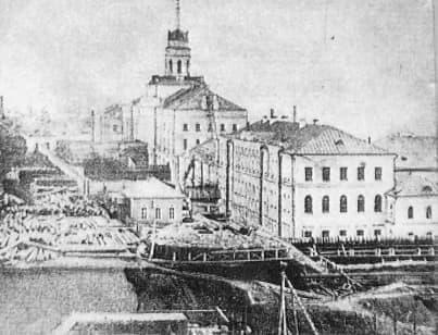 Заводская плотина. Башня Ижевского оружейного завода.