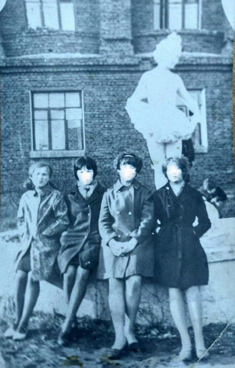 """Фонтан """"Дюймовочка"""". Фото: конец 1960-х гг., из семейного архива Аси Тепляшиной."""