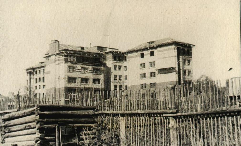 Строящееся здание Медицинского института.  Фото сняты С.Н.Кошурниковым в 1938 году. Ижевск.