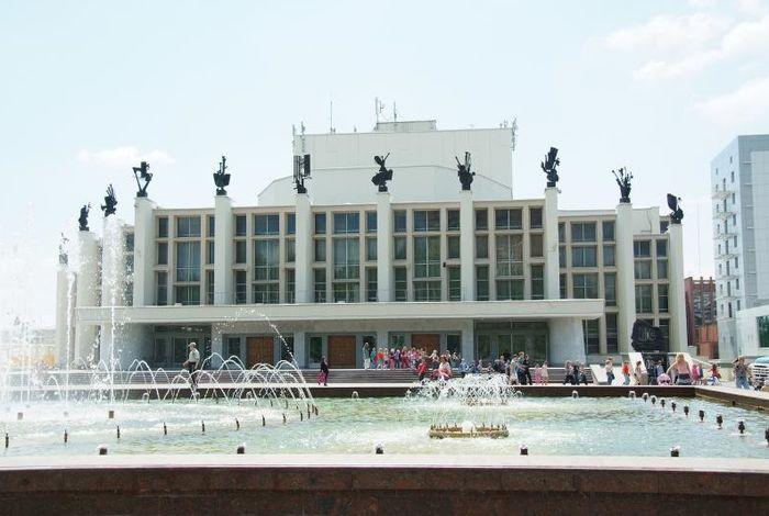 Театр оперы и балета на Центральной площади Ижевска.