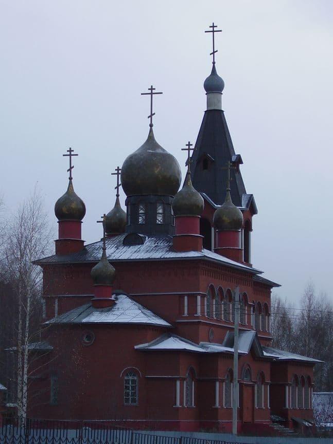 Церковь Покрова Пресвятой Богородицы , Ижевск. 1991 года постройки.