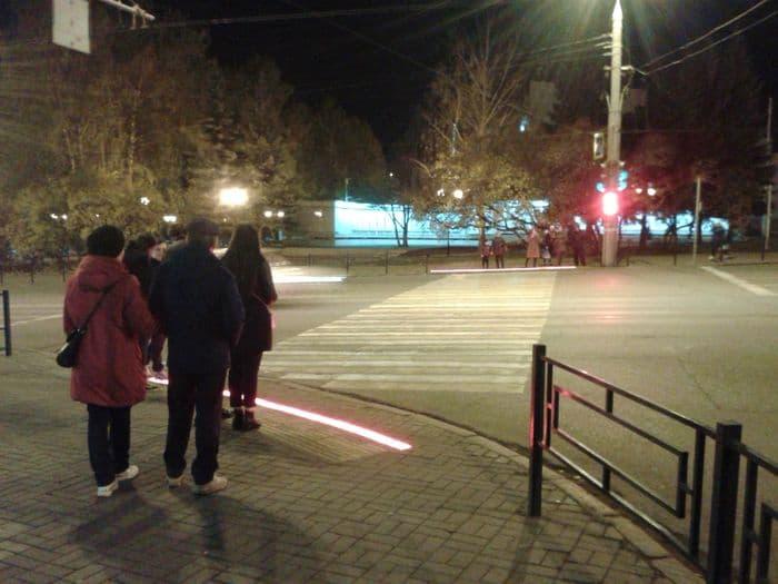 3 октября 2017 года заработал светофор для водителей и пешеходов на перекрестке Пушкинская-Лихвинцева. ДВА