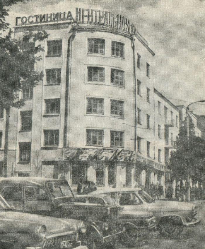 Гостиница «Центральная» и ресторан «Кама». Скан из книги «Ижевск. Краеведческий очерк, О. В. Севрюков, 1972 г.