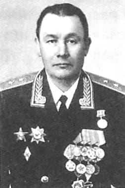 Гусев Петр Иванович  - Генерал-лейтенант.