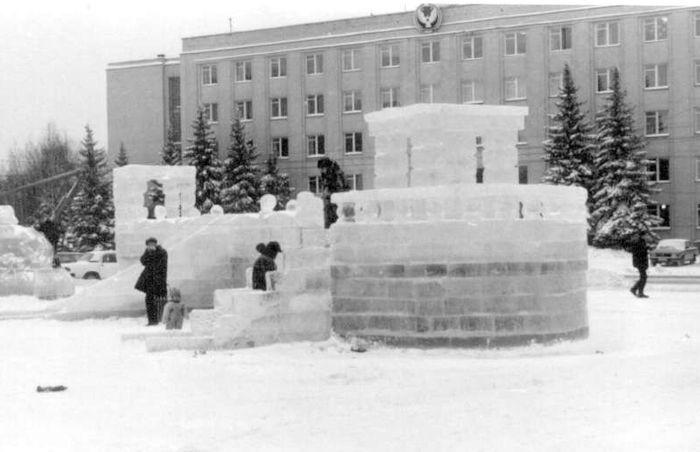 Дом Правительства. Новогодняя площадь. Ижевск. 2001 год.